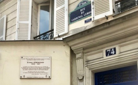 plaque identifying 74 rue de cardinal lemoine
